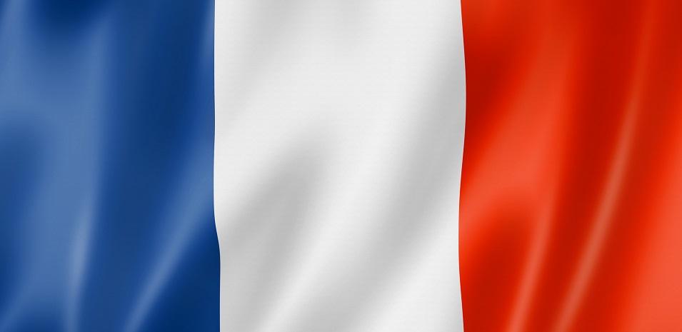 كيفية الحصول على الإقامة الدائمة في فرنسا